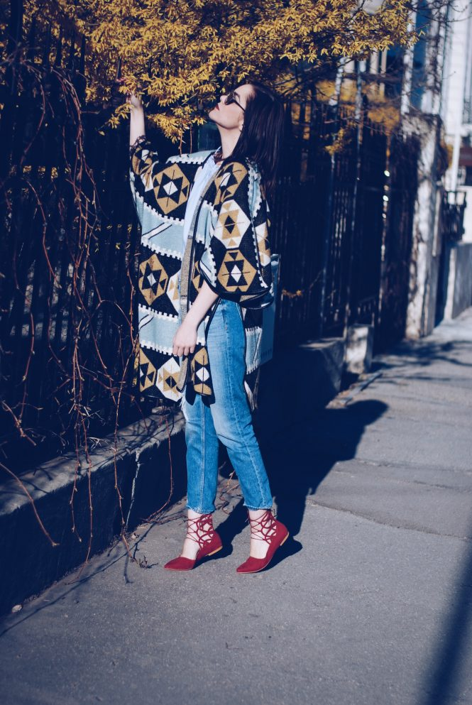 Red lace up flats and print cape - Andreea Birsan