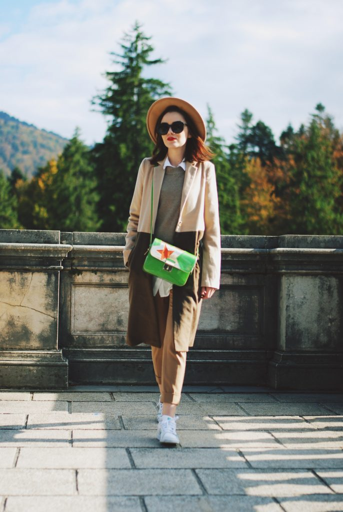 Camel coat, fedora hat, contrast camel coat, camel trousers, stan smith white sneakers, shirt, green crossbody bag, cute fall outfit, Andreea Birsan